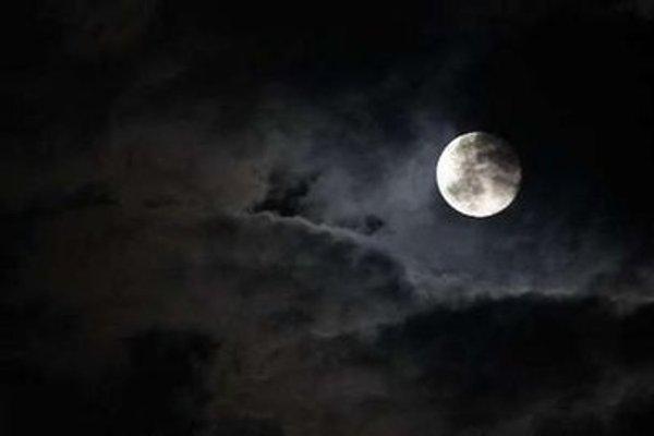 moon-reuters1.jpg