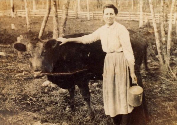 mary-lillian-dalton-with-cow-0210.jpg