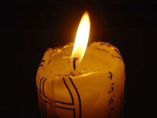 800px-candle.jpg